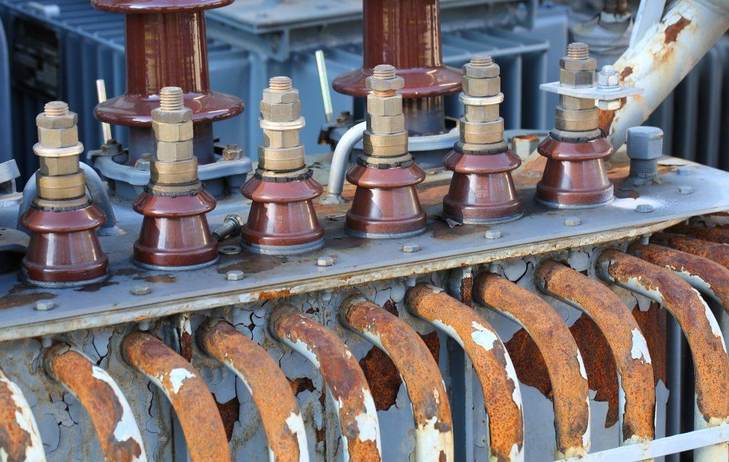 古い高圧電力のトランス